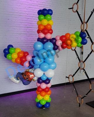 Handstand Zwarte Piet Ballonnenpilaar