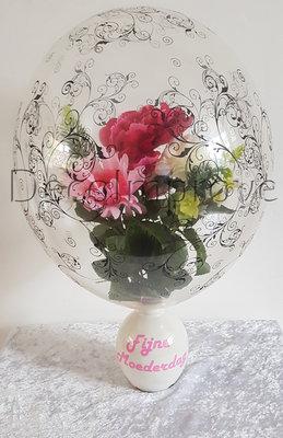 Trosje Bloemen in Filigree Ballon met Roze Vaas Tafeldecoratie