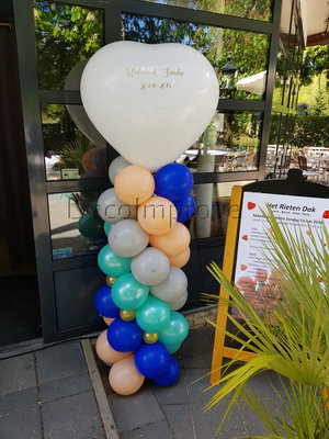 Ballonnenpilaar Standaard met Gepersonaliseerde Tekst op Hartvormige Topballon