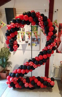 Rood met Zwart en Polkadots Cijfer 2 Ballondecoratie