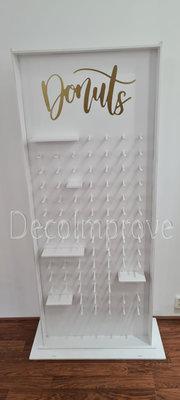Donutwall wit met Gouden letters voor 87 Donuts Verhuur