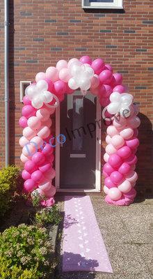 Baby Meisje met Spenen Ballonnenboog Enkeldeurs