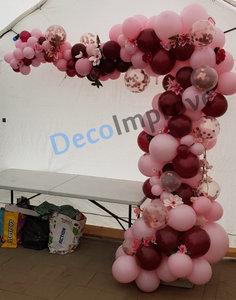 Organic Maroon Driekwart Ballonnenboog met Bloemen
