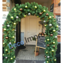 Kersttakken-Boog-met-Kerstversiering-en-Verlichting